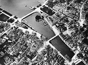 Bürkliplatz, Zürich - Limmatquai and Quaianlagen in Zürich: Bellevueplatz and Bürkliplatz, Quaibrücke, Münsterbrücke and Münsterhof, and Rathausbrücke–Weinplatz, aerial photography by Eduard Spelterini in the probably mid-1890s.