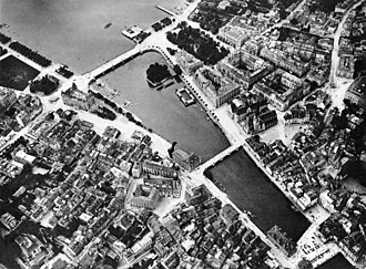 Bellevueplatz - Limmatquai and other quays in Zürich: Bellevueplatz and Bürkliplatz, Quaibrücke. Also: Münsterbrücke and Münsterhof, and Rathausbrücke–Weinplatz (aerial photography by Eduard Spelterini c. mid-1890s)
