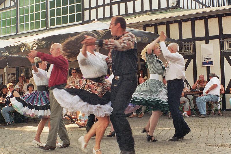 Bild:Square Dance Group.jpg