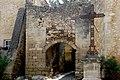 St Bonnet du Gard . Remparts.jpg