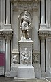 Statua cortile Palazzo Ducale a Venezia.jpg