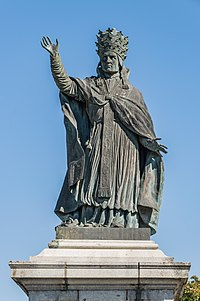 Statue of Sylvester II in Aurillac 02.jpg