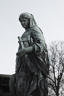 Statue on the grave of Joseph Méry.jpg