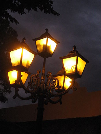 English: Traditional street lanterns