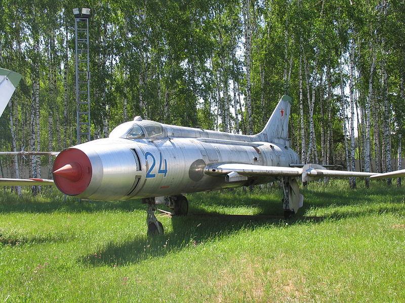 المقاتلات القاذفه Su-17/20/22 السوفييتيه 800px-Su-17_VVS_museum