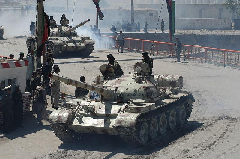 الدبابات الاشقاء من العائلة تي ( انها حقا عائلة محترمة اخري ) - صفحة 5 800px-T62_Afghanistan