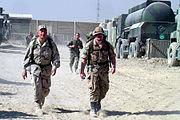 Dänischer und US-Soldat im Camp Warehouse
