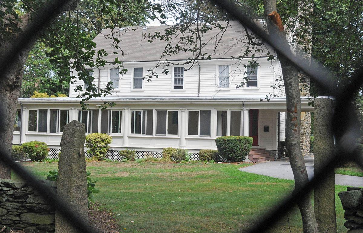Taylor chase smythe house wikipedia for E house