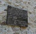 Tablica pamiątkowa na ścianie wieży widokowej na Chełmcu.JPG