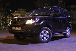 Tata Safari Storme, by SouLSteer, Maharaj Bada from Gwalior, April 2013.jpg