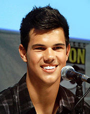 Taylor Lautner at the 2009 San Diego Comic Con.jpg