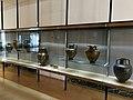 Teca di vasi al Museo Archeologico Nazionale di Paestum.jpg