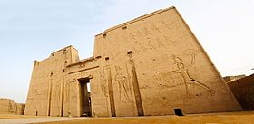 Temple of Horus at Edfou, Egypt - panoramio (2).jpg