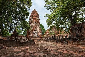 Wat Mahathat (Ayutthaya) - Prang and statue of Buddha, Wat Mahathat, Ayutthaya