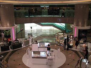 The Gateway, Hong Kong - Image: The Gateway Phase 1 The Atrium 2007