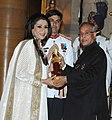The President, Shri Pranab Mukherjee presenting the Padma Shree Award to Smt. Vandana Luthra, at an Investiture Ceremony, at Rashtrapati Bhavan, in New Delhi on April 05, 2013.jpg