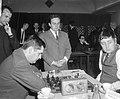 Tijdens de partij tussen Jan Hein Donner (r) en de Belgische Josef Boey, kijkt d, Bestanddeelnr 919-6516.jpg