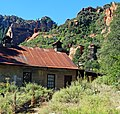 Tin Roof Barn, Oak Creek Canyon, AZ 9-15 (26024145502).jpg