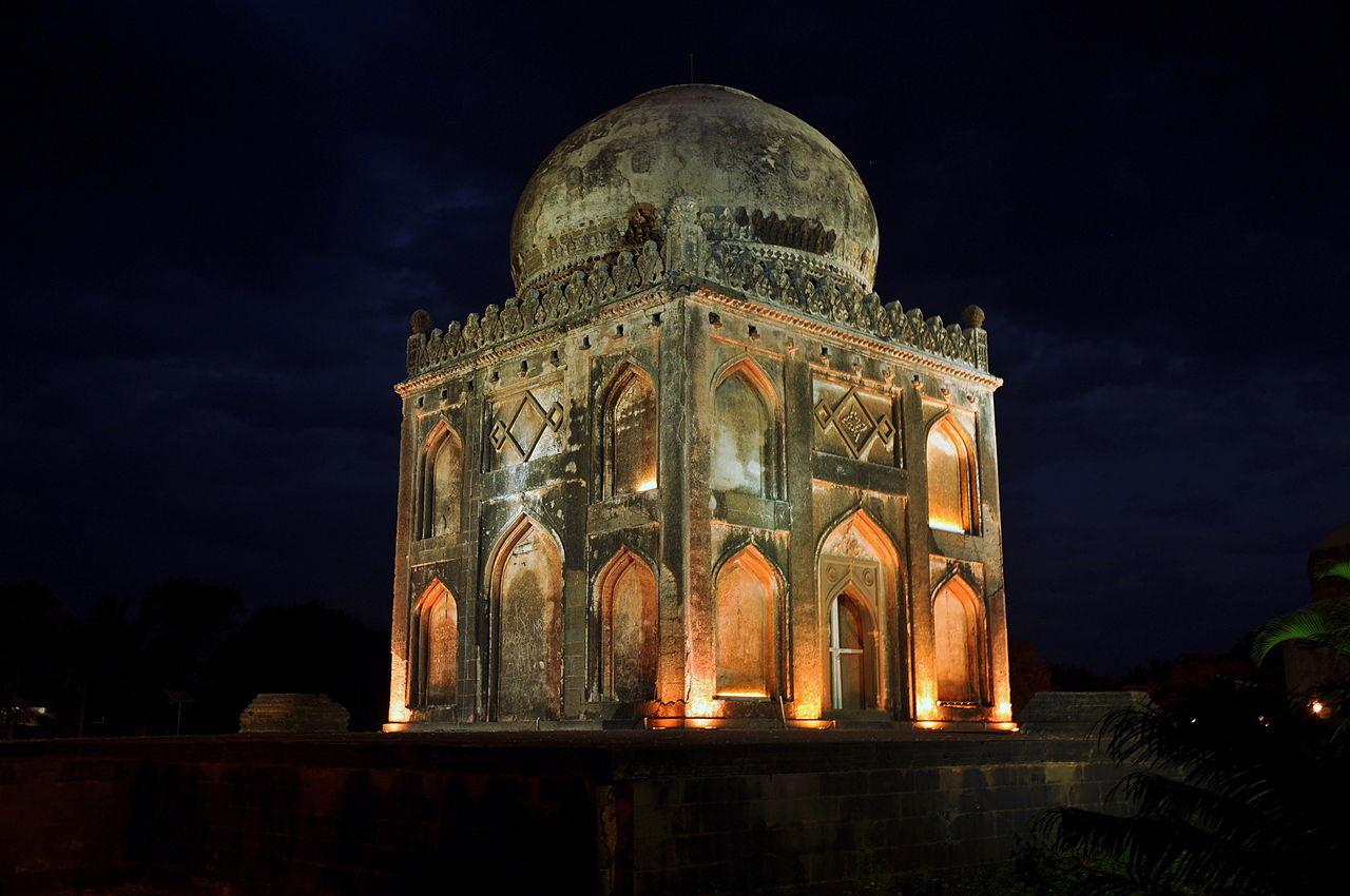 Tomb of Khan Jahan, Barid Shahi Garden, Bidar.JPG