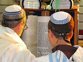 Torah Reading Sephardic custom.jpg