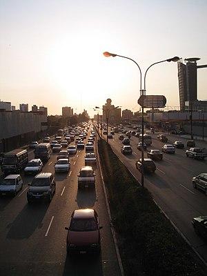 Transport in Lima - Normal transit on the Javier Prado avenue.
