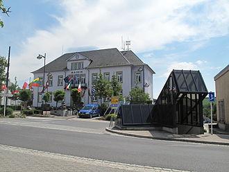 Troisvierges - Image: Troisvierges, stadhuis foto 2 2011 06 03 13.17