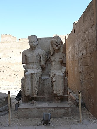Tutankhamun - Statue of Tutankhamun and Ankhesenamun at Luxor, hacked at during the damnatio memoriae campaign against the Amarna era pharaohs