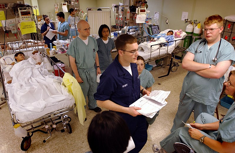 File:US Navy 030423-N-6967M-235 Hospital Corpsman Wade Henry gives a passdown to the night shift in the Intensive Care Unit (ICU) aboard USNS Comfort (T-AH 20).jpg