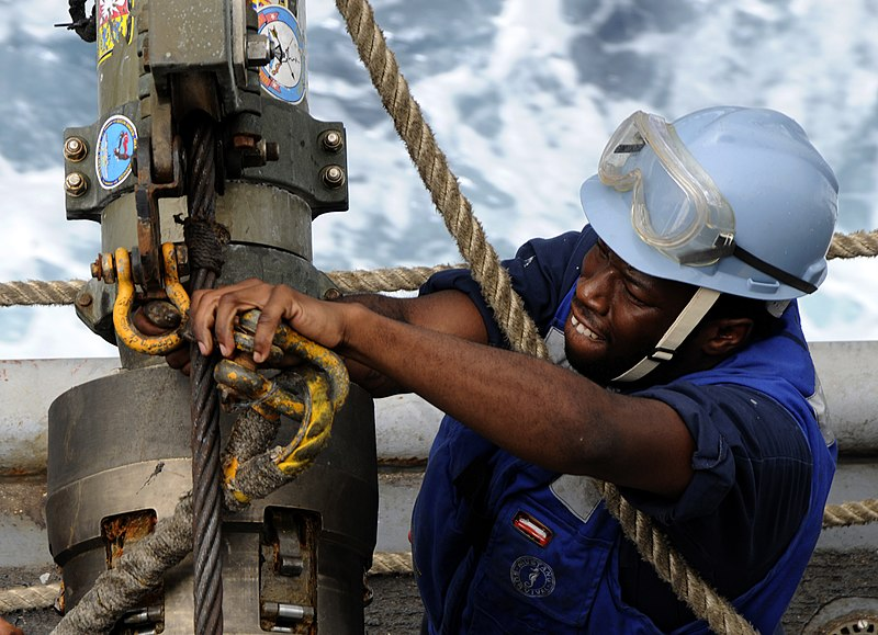 File:US Navy 100324-N-7948C-235 Aviation Ordnanceman Airman Raymond Thomas unhooks a span line from a re-fueling hose during an underway replenishment.jpg