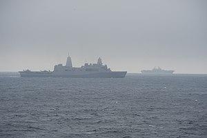 US Navy 120205-N-AP176-041 The amphibious transport dock ship USS San Antonio (LPD 17) and the amphibious assault ship USS Kearsarge (LHD 3) are un.jpg