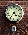 Uhr an der Fassade des Deutschen Technikmuseums Berlin, 16h36.jpg