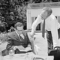 V.l.n.r. Walter Mehring en Hermann Kreisselmeier zittend op een terras, Bestanddeelnr 254-5048.jpg