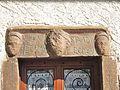 Vacheresse. Linteau sculpté dans le village. 2015-06-20.JPG