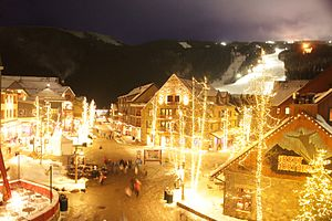 English: Keystone Village at night.