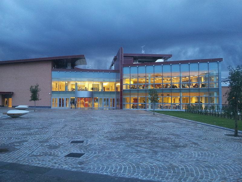 File visione serale del trapezio nuovo edificio per la for Piani dell edificio per la colazione