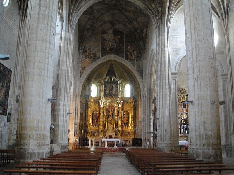File:Vista del interior de la iglesia de San Juan de Castrojeriz.JPG