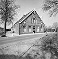 Voor- en linkerzijgevel boerderij met Jugendstil-detaillering - Hekendorp - 20377173 - RCE.jpg