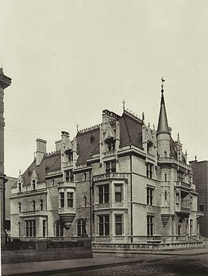 William K. Vanderbilt House - The William K. Vanderbilt House (Petit Chateau) on the northwest corner of 52nd Street and Fifth Avenue in 1886.