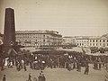 Warszawska uroczystość na placu Saskim z okazji koronacji cara Aleksandra III na Kremlu 15 maja 1883.jpg