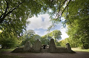 Long barrow - View of Wayland's Smithy Long Barrow, a remarkable long barrow near Uffington