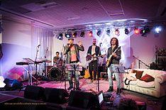 Mario Venuti, accompagnato dalla sua band, ospite del programma Webnotte (ph. Marco Medaglia)
