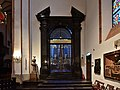 Wejście do Kaplicy Literackiej Bazylika archikatedralna św. Jana w Warszawie.jpg