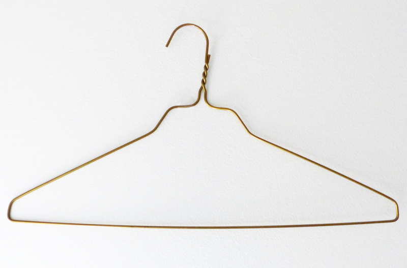 File:Wire clothes hanger.png