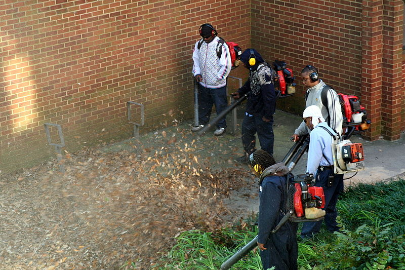 File:Workers with leaf blowers, Georgia Tech Facilities i.jpg