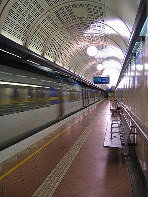 Xtrapolis-train-flagstaff-station-melbourne.jpg