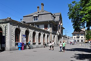 Zürich Oerlikon railway station - The mai, south front of the 1914 Zürich Oerlikon station building (in 2009)