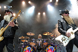 Gli ZZ Top dal vivo; da sinistra Dusty Hill, Frank Beard e Billy Gibbons