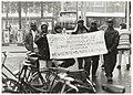 Zaïrese vluchtelingen demonstreren op het Stationsplein voor democratie en vrijheid in Zaïre. NL-HlmNHA 54036492.JPG