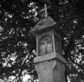 Znamenje ob razpotju v Velikih Pecah z letnico 1720 1950.jpg