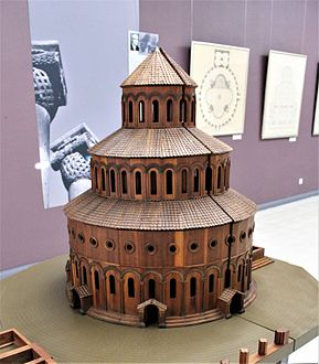 "Zvartnots Cathedral.Model in ""Zvartnots"" Historical Museum 02.jpg"